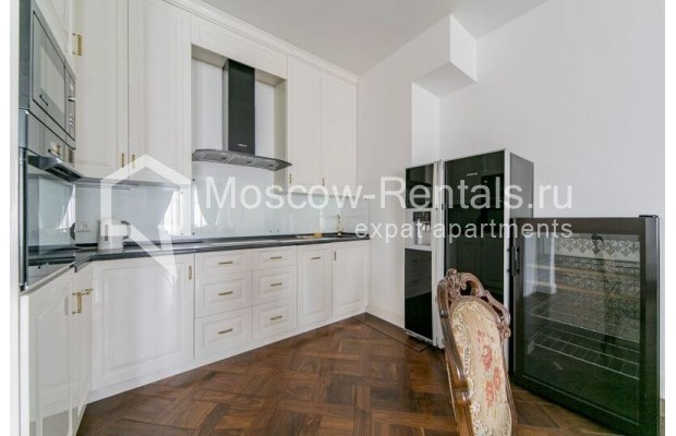"""Photo #7 3-room (2 BR) apartment for <a href=""""http://moscow-rentals.ru/en/articles/long-term-rent"""" target=""""_blank"""">a long-term</a> rent  in Russia, Moscow, Lavrushinskyi lane, 11к1"""