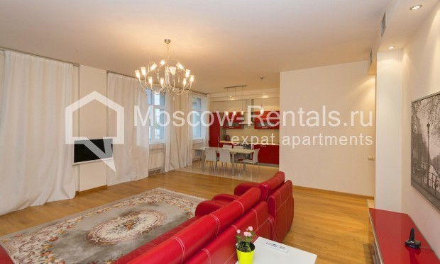 """Photo #3 4-room (3 BR) apartment for <a href=""""http://moscow-rentals.ru/en/articles/long-term-rent"""" target=""""_blank"""">a long-term</a> rent  in Russia, Moscow, Shabolovka str, 10 bld 1"""