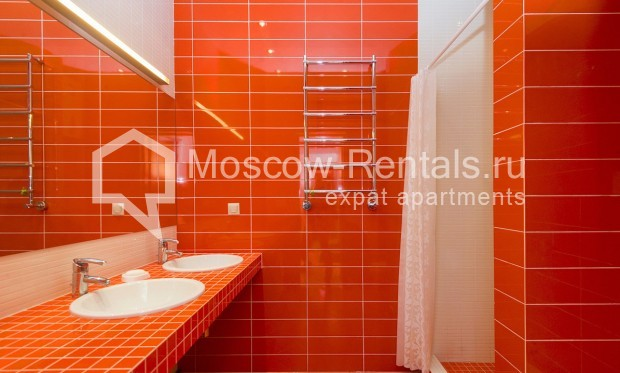 """Photo #4 4-room (3 BR) apartment for <a href=""""http://moscow-rentals.ru/en/articles/long-term-rent"""" target=""""_blank"""">a long-term</a> rent  in Russia, Moscow, Shabolovka str, 10 bld 1"""