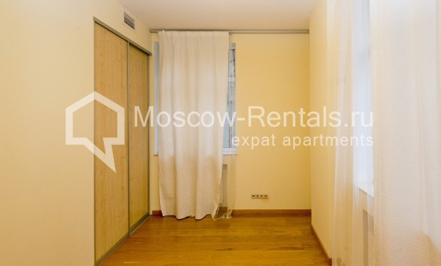 """Photo #5 4-room (3 BR) apartment for <a href=""""http://moscow-rentals.ru/en/articles/long-term-rent"""" target=""""_blank"""">a long-term</a> rent  in Russia, Moscow, Shabolovka str, 10 bld 1"""