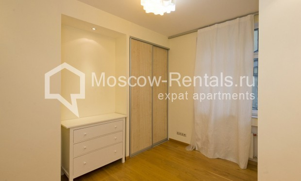 """Photo #6 4-room (3 BR) apartment for <a href=""""http://moscow-rentals.ru/en/articles/long-term-rent"""" target=""""_blank"""">a long-term</a> rent  in Russia, Moscow, Shabolovka str, 10 bld 1"""