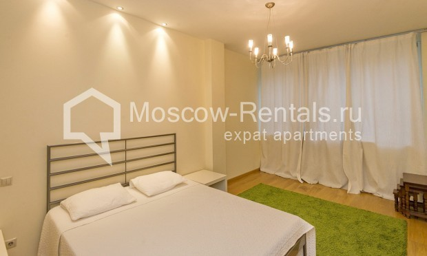 """Photo #9 4-room (3 BR) apartment for <a href=""""http://moscow-rentals.ru/en/articles/long-term-rent"""" target=""""_blank"""">a long-term</a> rent  in Russia, Moscow, Shabolovka str, 10 bld 1"""