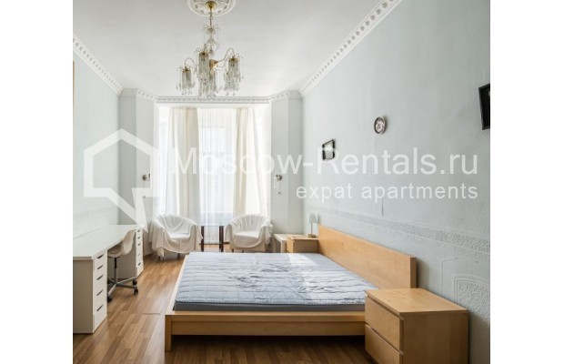 """Photo #16 4-room (3 BR) apartment for <a href=""""http://moscow-rentals.ru/en/articles/long-term-rent"""" target=""""_blank"""">a long-term</a> rent  in Russia, Moscow, Milyutinsky lane,  19/4С1"""
