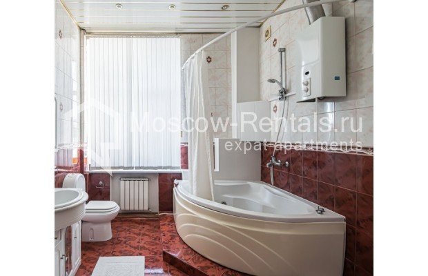 """Photo #17 4-room (3 BR) apartment for <a href=""""http://moscow-rentals.ru/en/articles/long-term-rent"""" target=""""_blank"""">a long-term</a> rent  in Russia, Moscow, Milyutinsky lane,  19/4С1"""
