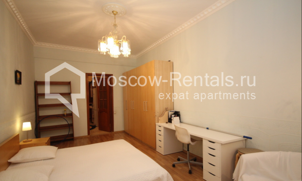 """Photo #5 4-room (3 BR) apartment for <a href=""""http://moscow-rentals.ru/en/articles/long-term-rent"""" target=""""_blank"""">a long-term</a> rent  in Russia, Moscow, Milyutinsky lane,  19/4С1"""