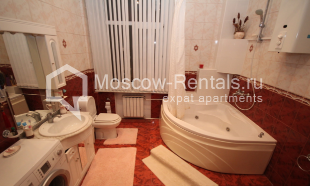 """Photo #12 4-room (3 BR) apartment for <a href=""""http://moscow-rentals.ru/en/articles/long-term-rent"""" target=""""_blank"""">a long-term</a> rent  in Russia, Moscow, Milyutinsky lane,  19/4С1"""